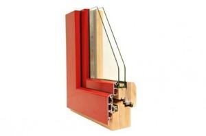 Sezione di un serramento in legno/alluminio