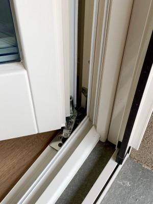 Porta finestra a due ante in legno castagno americano